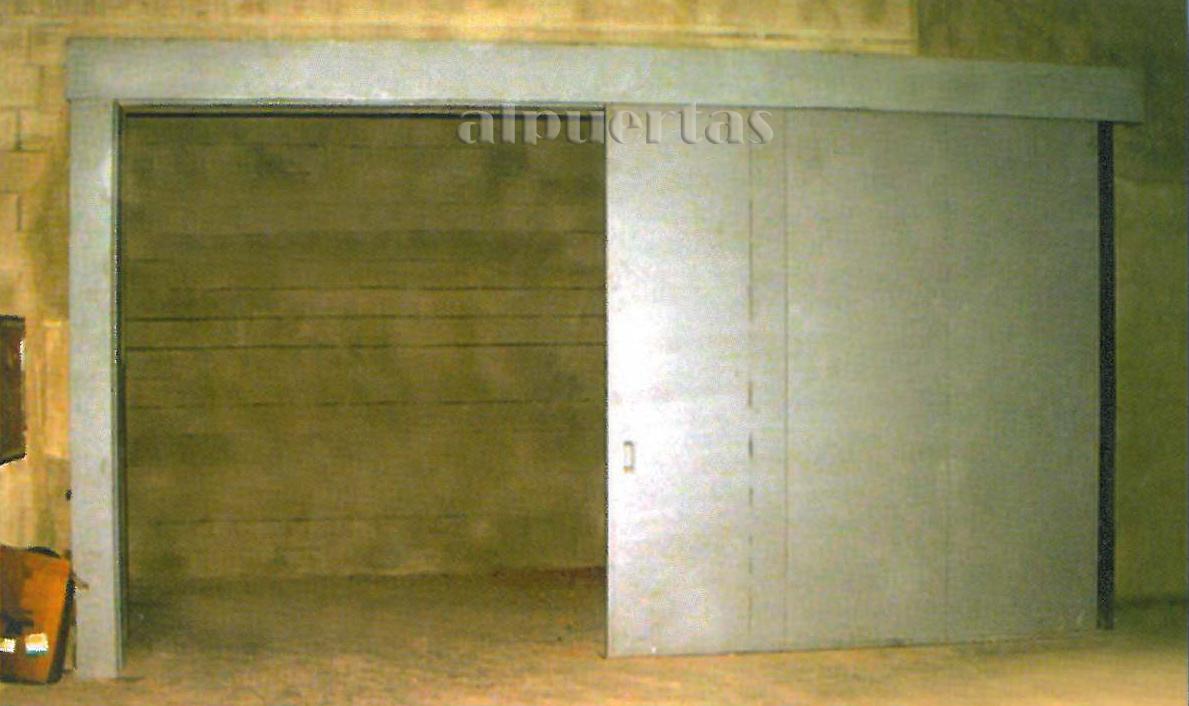 Puertas cortafuegos alpuertas fabricaci n de puertas industriales residenciales grandes - Puertas para naves industriales ...